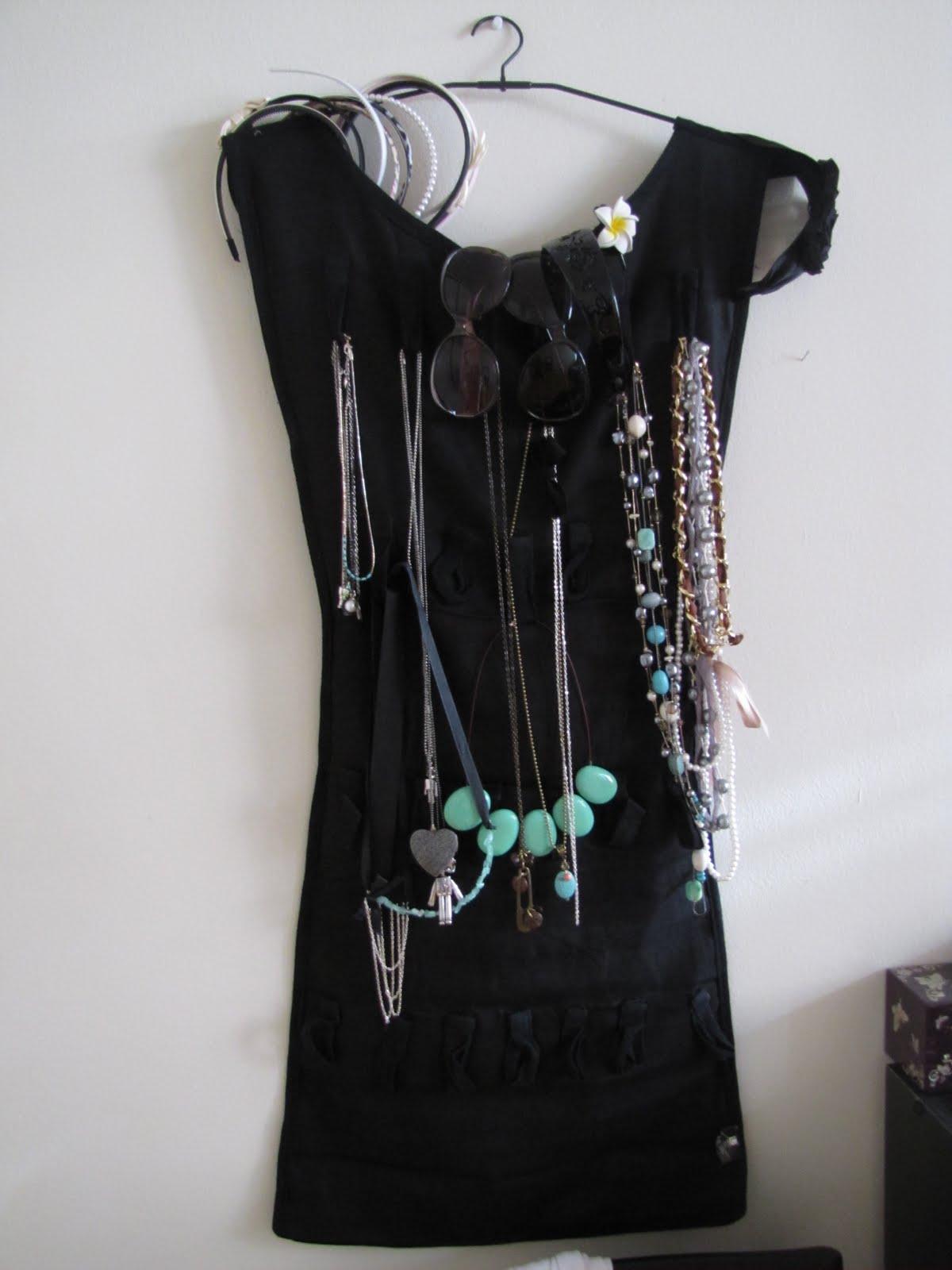 Umbra jewelry organizer little black dress for Terrace jewelry organizer by umbra