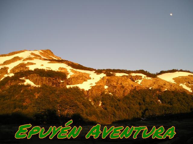 Cumbre y Luna - Patagonia Andina