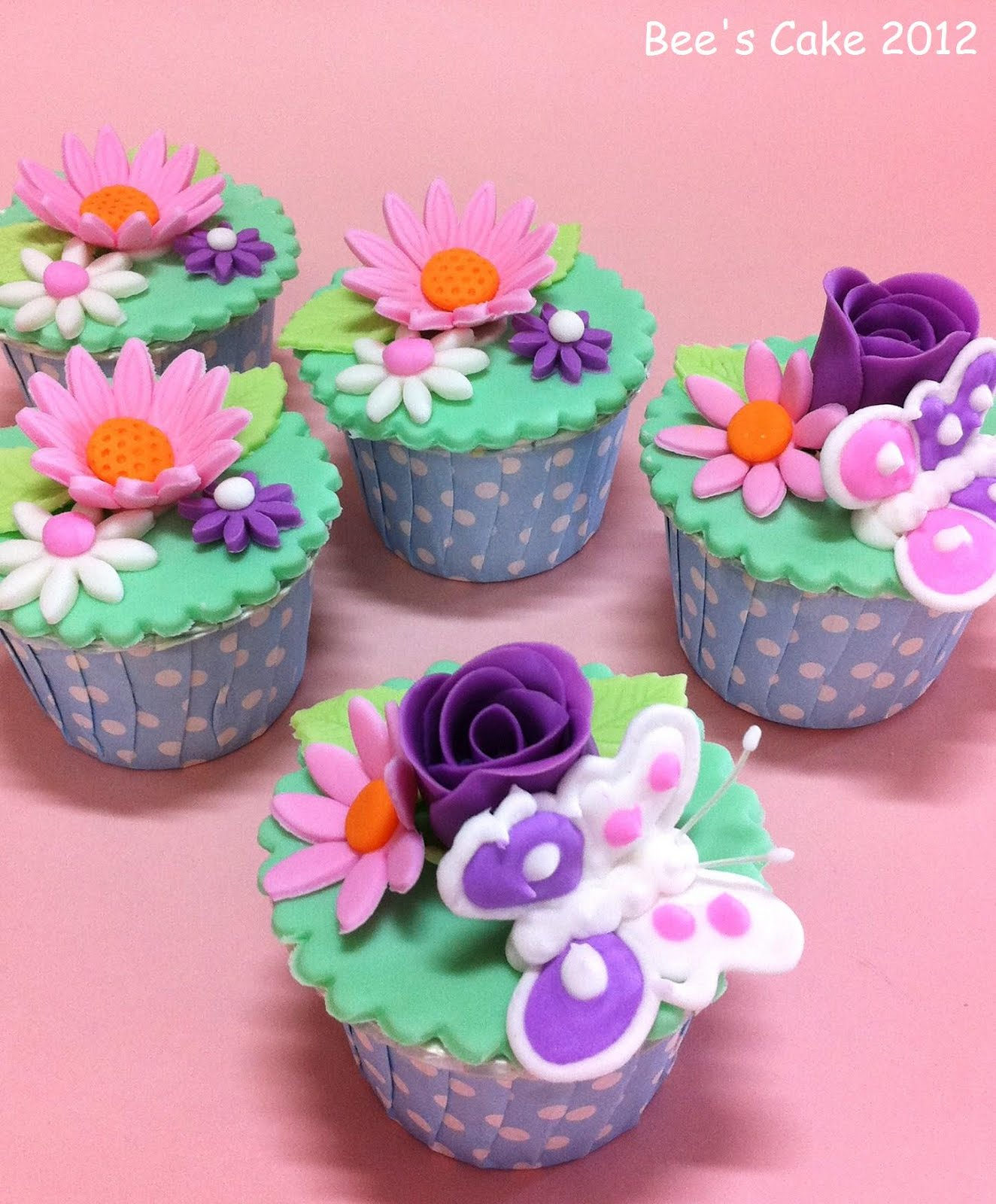 Bees Cake: Flower Cupcakes