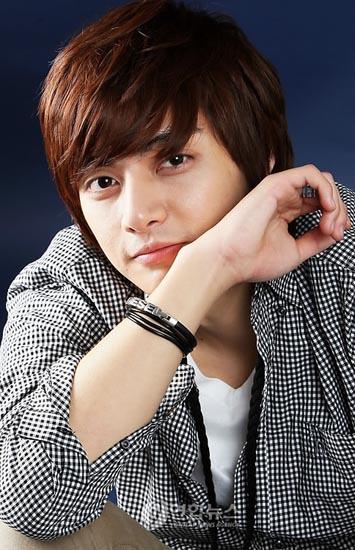 صور للممثل الكوري Joon (الفريق الاحمر 13090430661.jpg