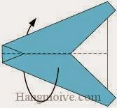 Bước 5: Gấp cạnh giấy về phía mặt đằng sau tờ giấy.