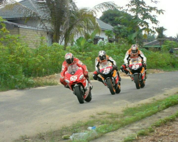 Kumpulan Foto Lucu Moto GP - Ucapan Gambar