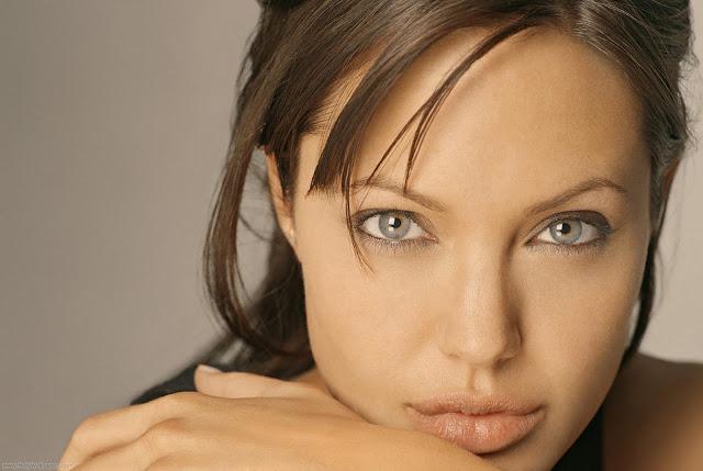 Beautiful Actress Angelina Jolie Wallpaper