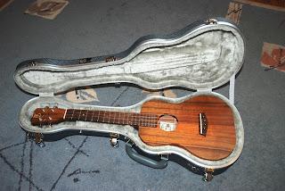 TGI hard shell ukulele case with Kanile'a K1