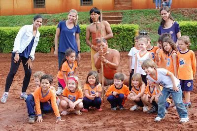 Crianças conhecem índios xavantes no Centro Hípico Guega
