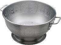 Strecuratoare din aluminiu cu baza si 2 manere, nu se poate spala in masina de spalat vase.