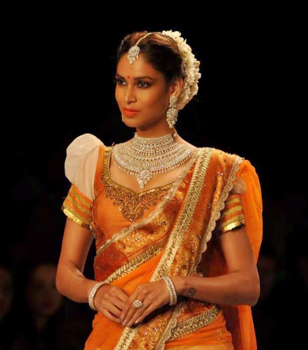 Celeb at India International Jewellery Week (IIJW)-2014