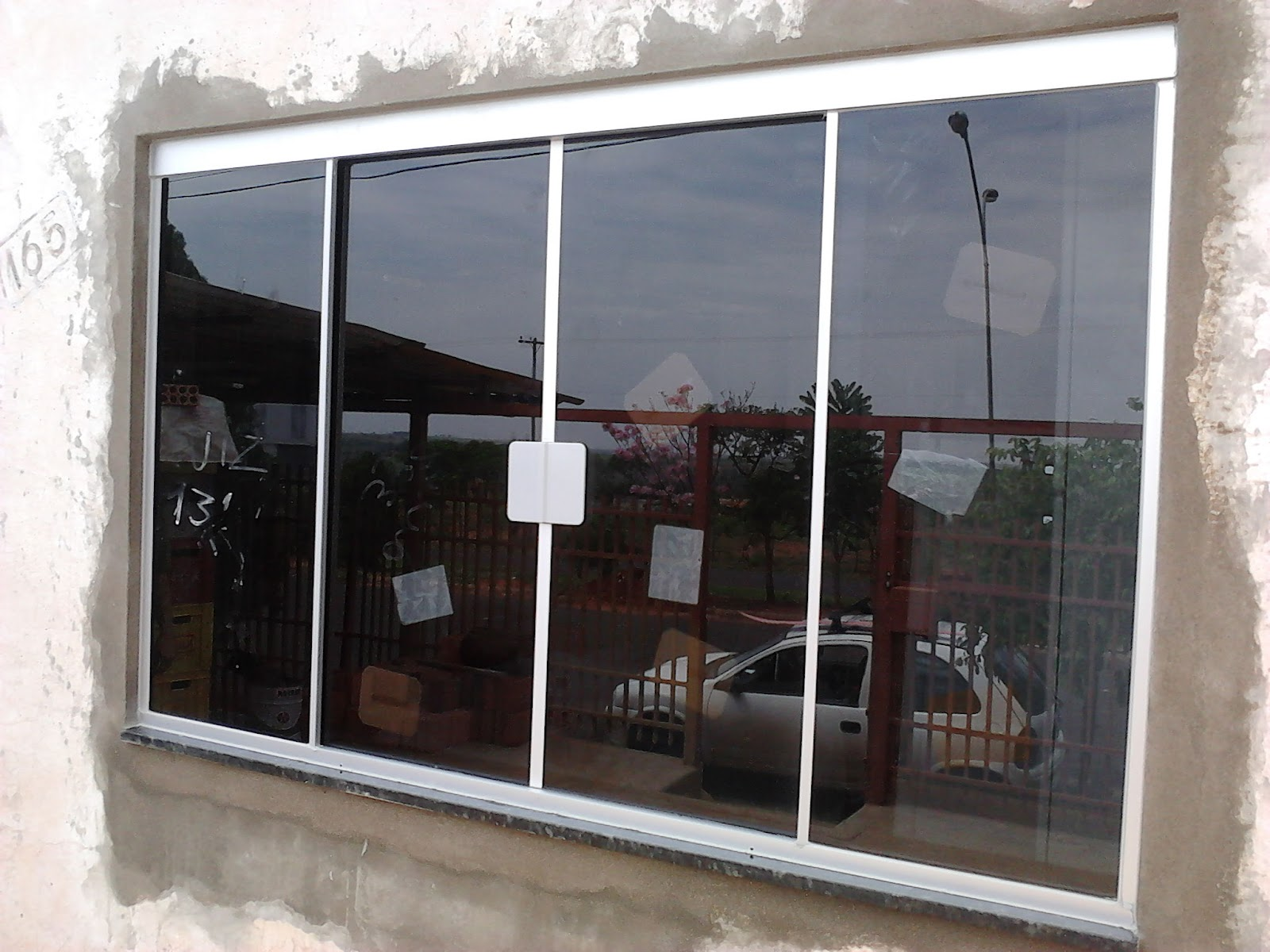 #695C4F FRANCO VIDROS TEMPERADOS: Obra em Campos Novos 132 Janelas De Vidro Fume