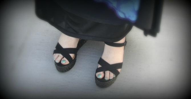 dettaglio scarpe flatform con zeppa Evans