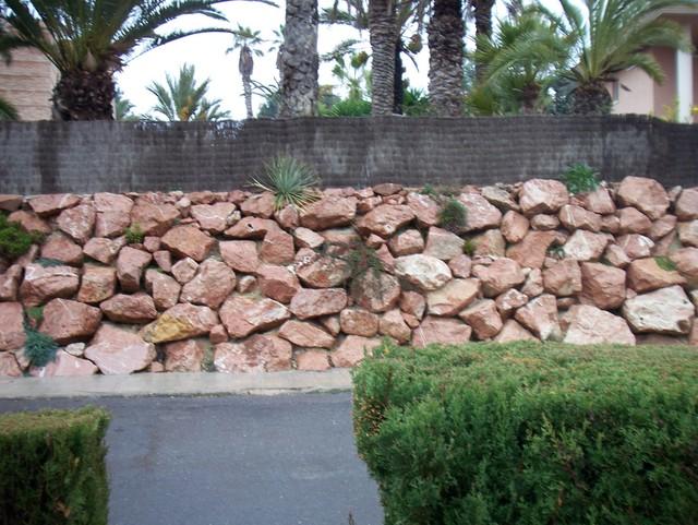 Crea tu jard n maneras de proteger tu jard n - Muros de piedra ...