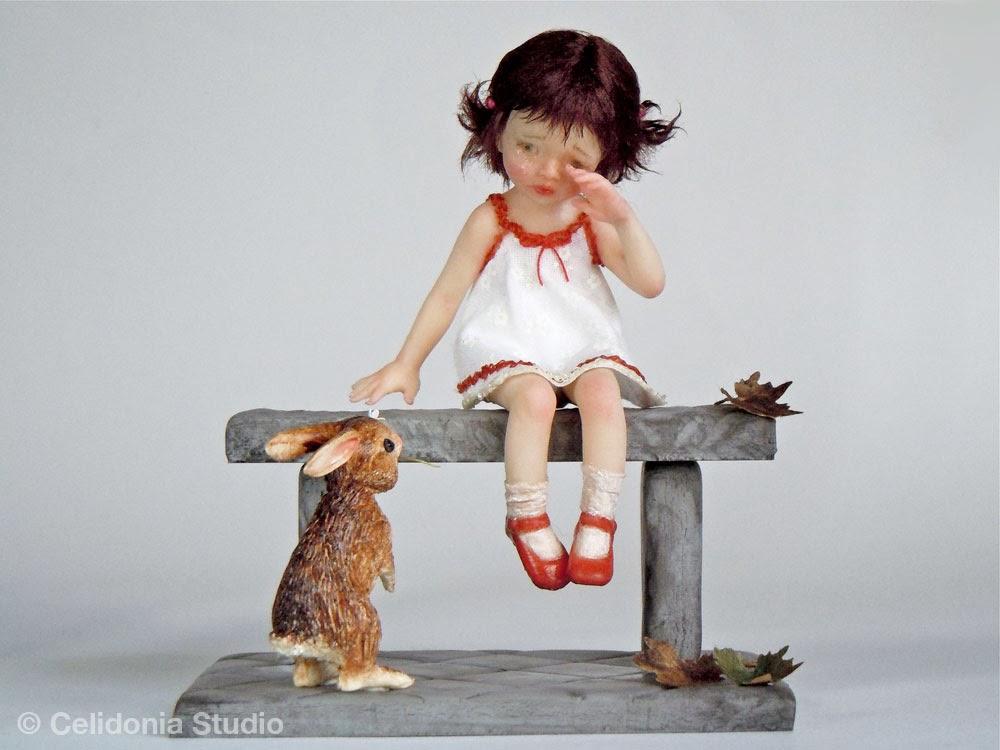Bambina con coniglio  - scultura in scala 1/12 di Celidonia