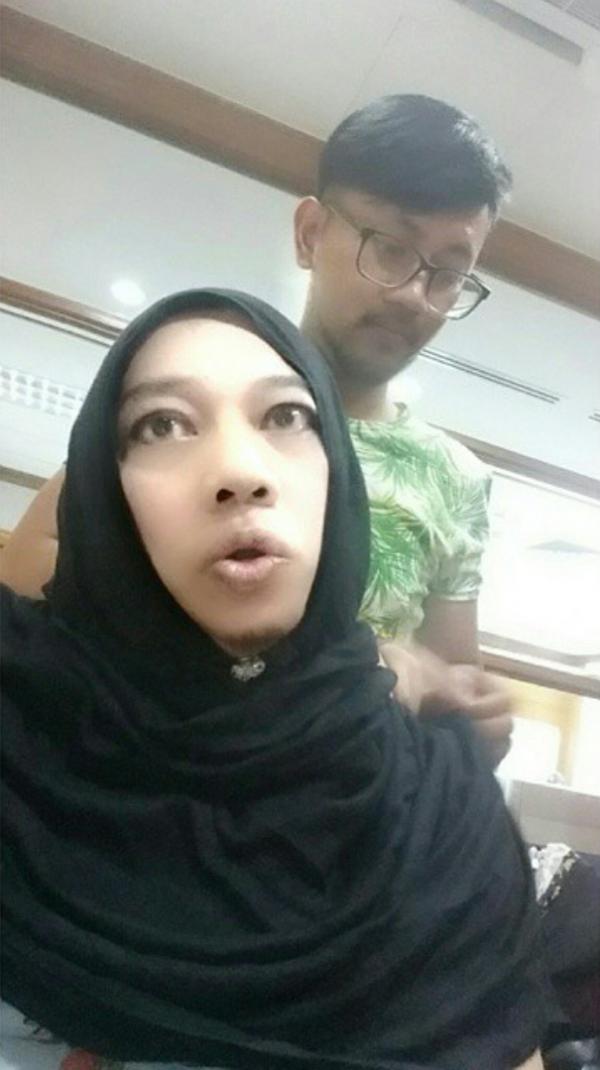 Azwan Ali Buat Hal Lagi, Pakai Tudung Macam Wanita
