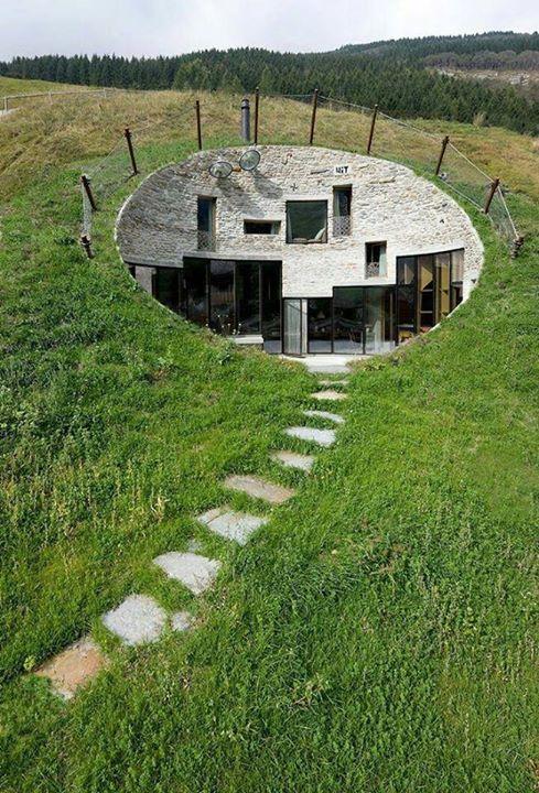 Rumah bawah tanah di bukit