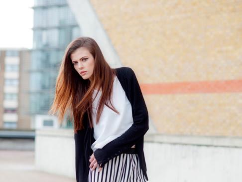 Usando calça listrada - Black White