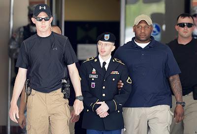 Soldado americano Bradley Manning é condenado a 35 anos de prisão.