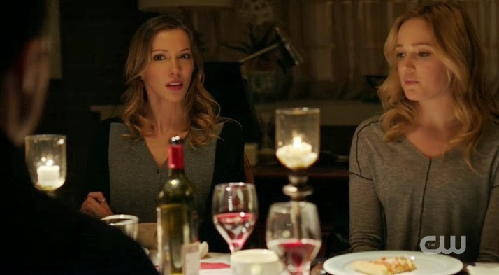 Arrow Laurel Sara Lance family dinner Katie Cassidy Caity Lotz photos pics images