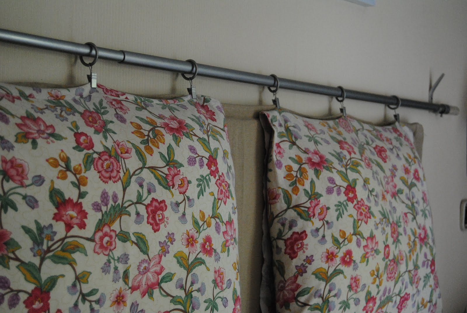 Cabezal con barra de cortina decorando online - Barra de cortina ...
