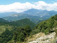 Vistes de la Serra d'Ensija i els Cingles de Vallcebre des de la Serra del Candara