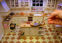 I love this mini kitchen!!