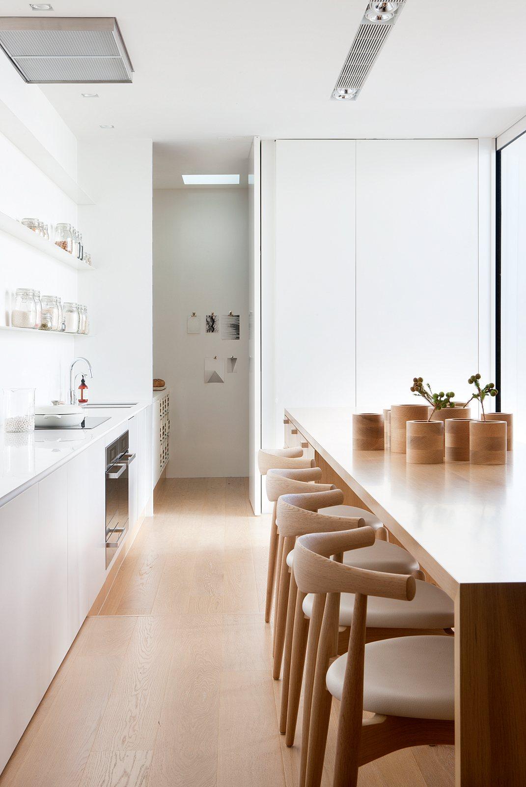 Decoraci n de un interior contempor neo y minimalista con for Decoracion casa minimalista