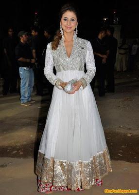 Urmila Matondkar arrives for the Filmfare Awards at Yash Raj Studio Mumbai_FilmyFun.blogspot.com