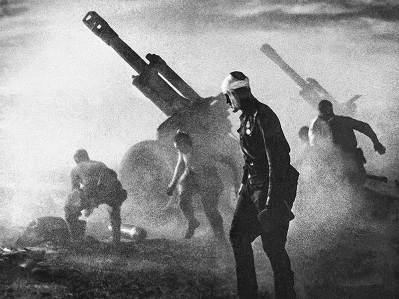 152 mm Howitzer battery fires during Belorussian Strategic Offensive Operation (1944).