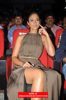 Ileana milky thigh ass show