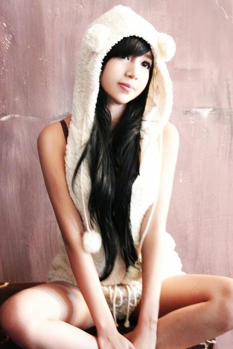 Elly Tran Ha - White rabbit
