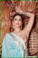 Sunny Leone completely exposed and in need of pleasure