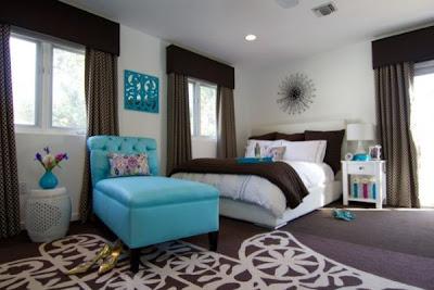 habitación azul y marrón