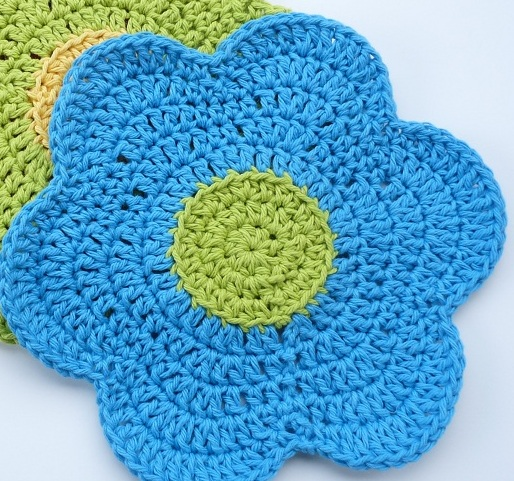 Free Crochet Dishcloth And Potholder Pattern : Whiskers & Wool: Flower Power Dishcloth - Free Pattern