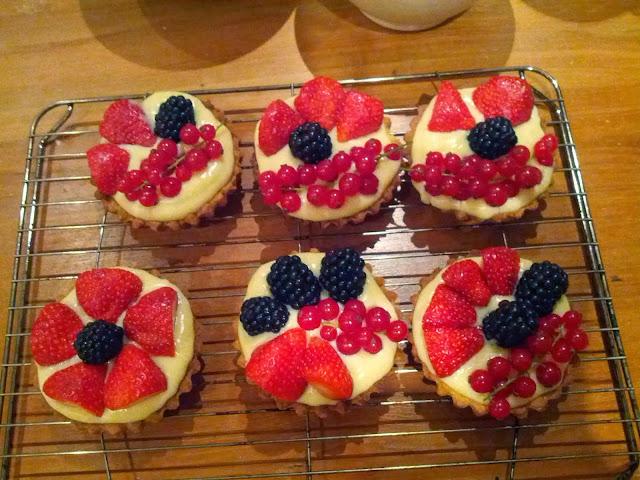 fruit tart, blueberries, shortcrust, pasta frolla, sweetshort crust, fruit cakes, fruit tarts, pastry cream, crema pasticcera, raspberry tart