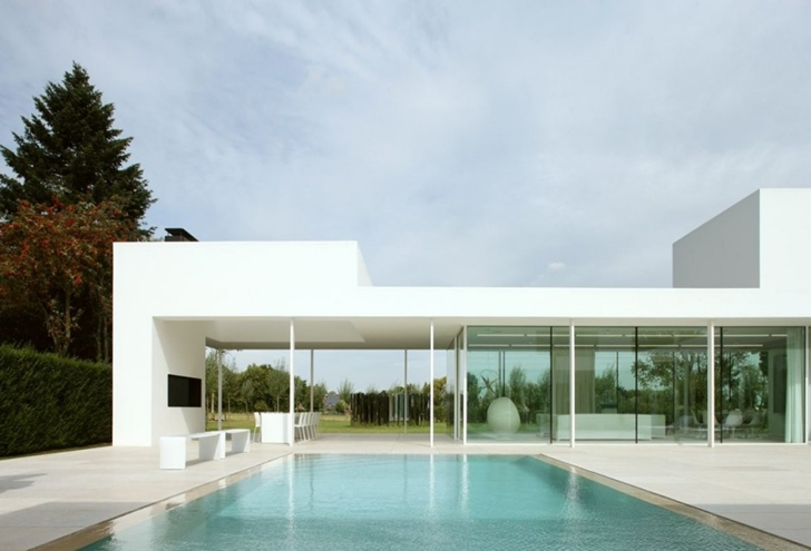 Swimming pool of Minimalist Home by Beel & Achtergael Architects