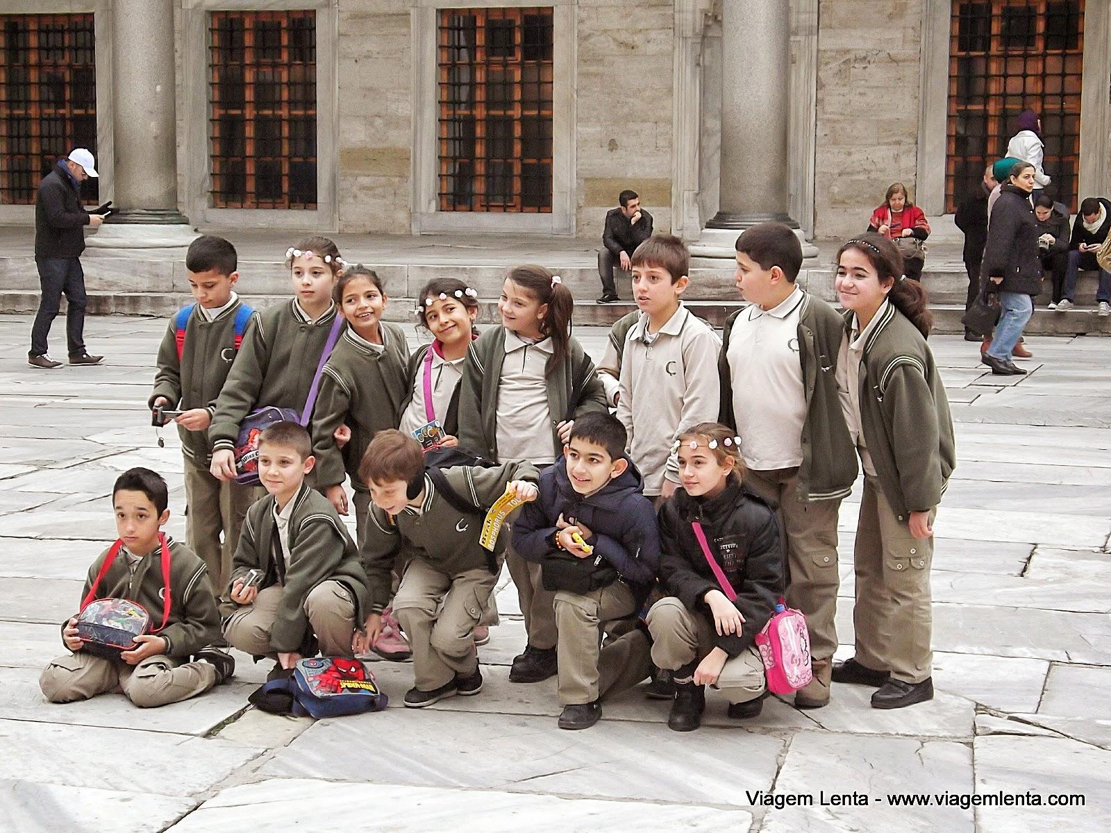 Relato da viagem em Istambul, uma incrível cidade, europeia e asiática, e maravilhosas construções como a Hagia Sophia, a Mesquita Azul e o Palácio Topkapi. Ponte Gálata: os pescadores
