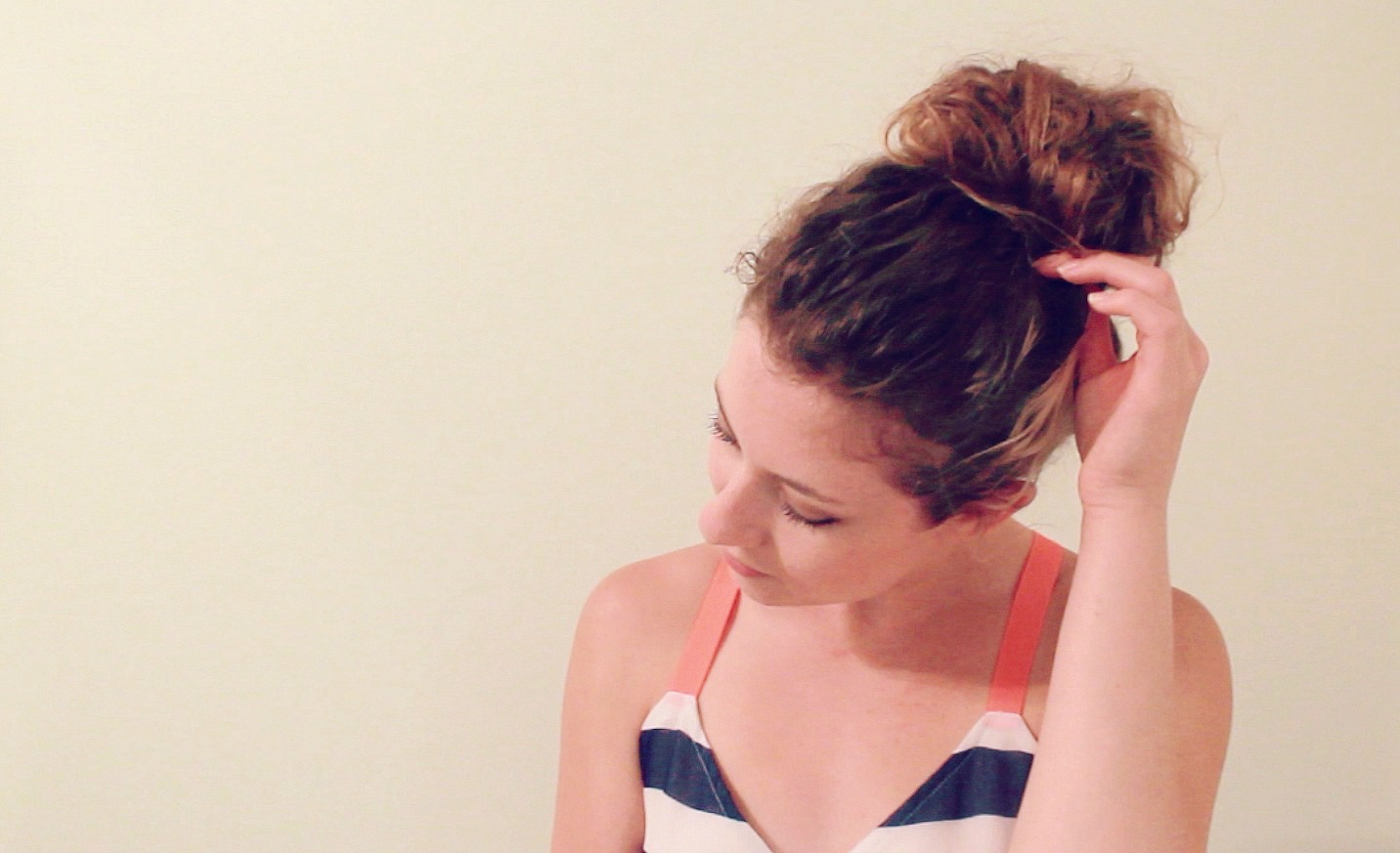 MESSY TOP KNOT TUTORIAL, top knot, hair tutorial, top knot tutorial, boone and owl, Boone + Owl