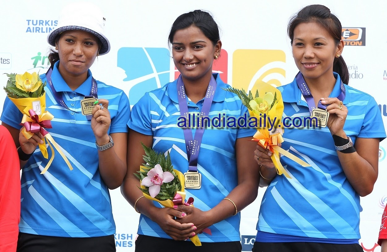 Bombayla Devi Laishram, Rimil Buriuly and Deepika Kumari  win the gold medal in Women's Recurve Team event