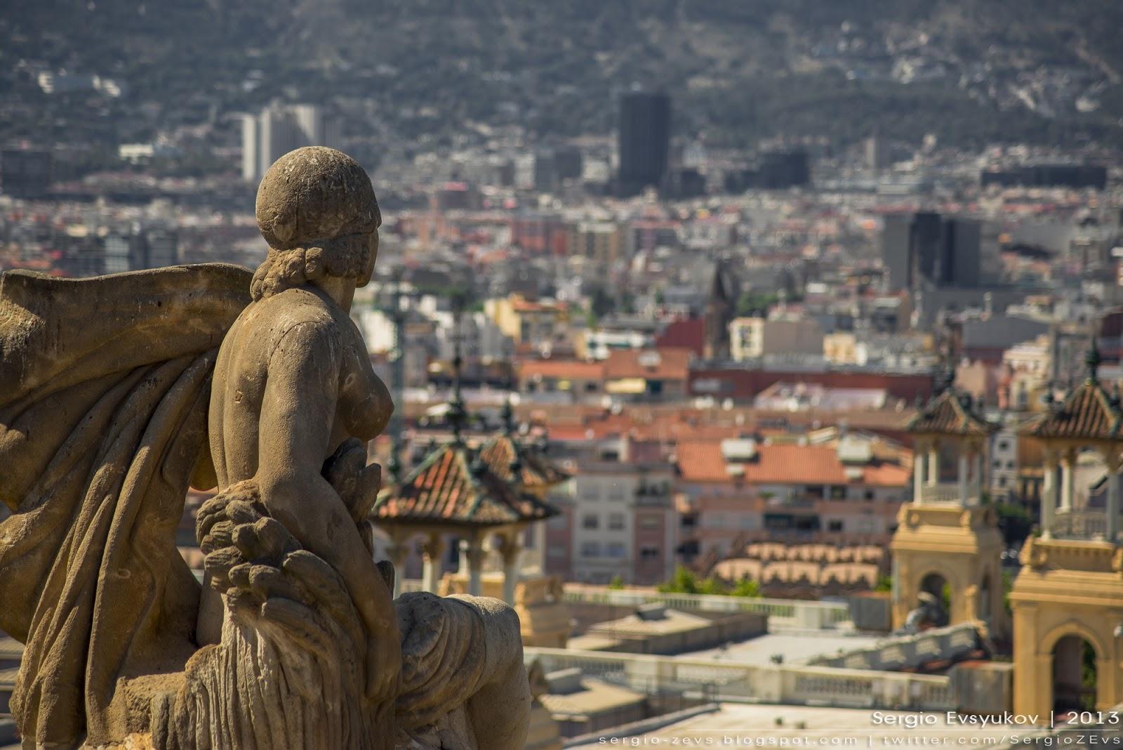 Статуя в Барселоне