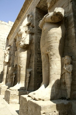 - osiride+figures+at+medinet+habu