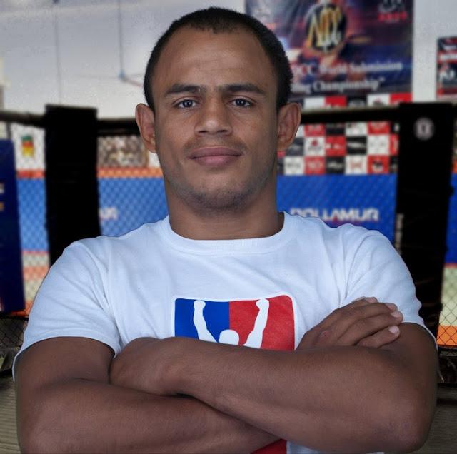 Luciano Macarrao Santos