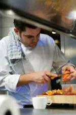 Jeroen Meus in de keuken van restaurant Luzine