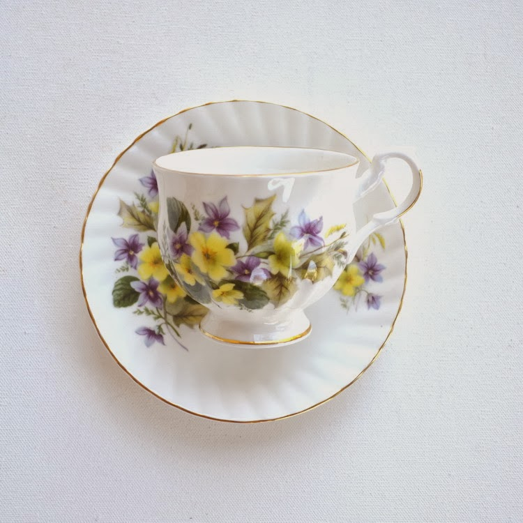 https://www.etsy.com/listing/168836562/vintage-tea-cup-and-saucer-royal-dover?ref=shop_home_active_5