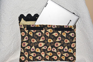 http://www.piecedbrain.com/2014/06/quick-laptop-sleeve-tutorial.html