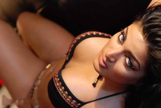 Natasha bikini topless nude pics hot indianudesi.com