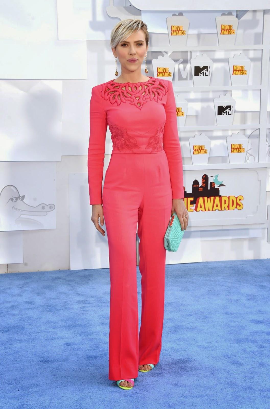 Scarlett Johansson wears a Zuhair Murad jumpsuit to the 2015 MTV Movie Awards