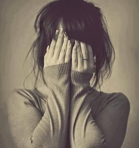 Hình ảnh tình yêu buồn khóc