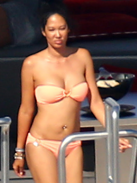 Kimora Lee Simmons Topless Candid Photos On A Yacht In St.Tropez indianudesi.com
