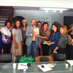 Secretárias e Penna com a Cartilha do PV Mulher.