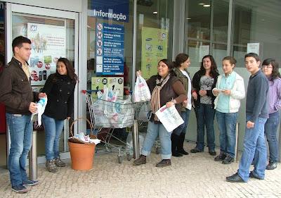 Jornal de Angola anuncia fome em Portugal
