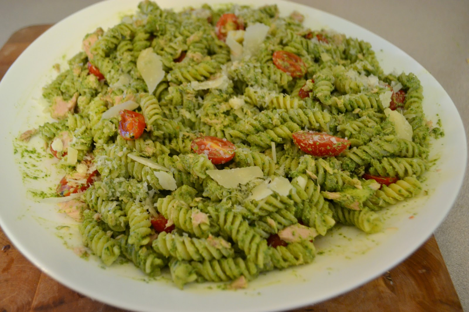 ... and Vine: Tomato and Tuna Pasta with Toasted Walnut and Spinach Pesto