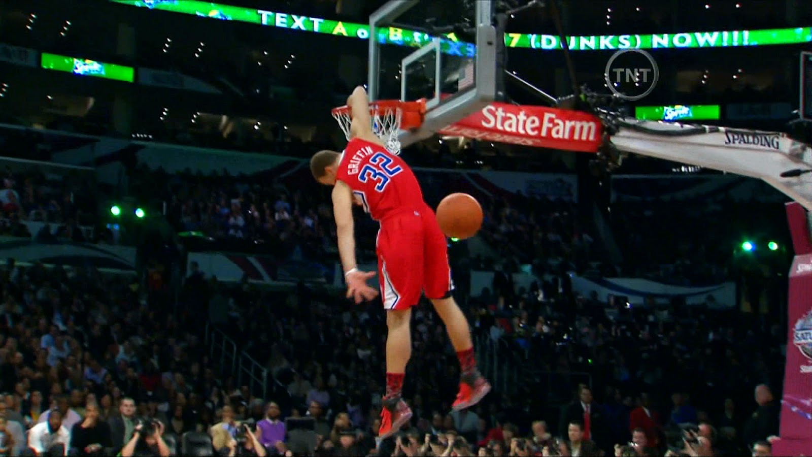 Blake Griffin Wallpaper - Excellent and Powerful Slam Dunking .